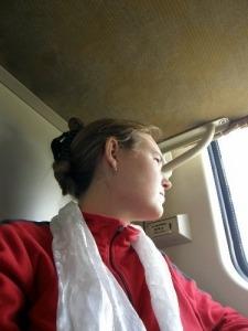 Nina trägt weißen Schal Tibet
